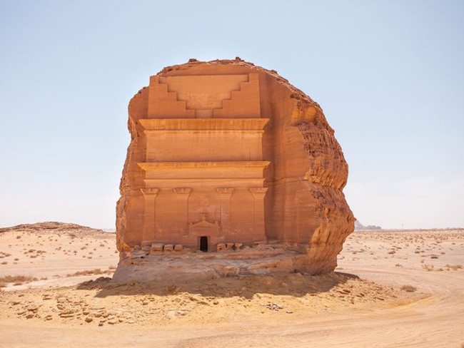 Hayu Marka y Almaden Saleh: Los más inexplicables portales viejos.