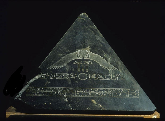 Piramidión, la piedra sagrada que coronaba las pirámides y obeliscos egipcios.