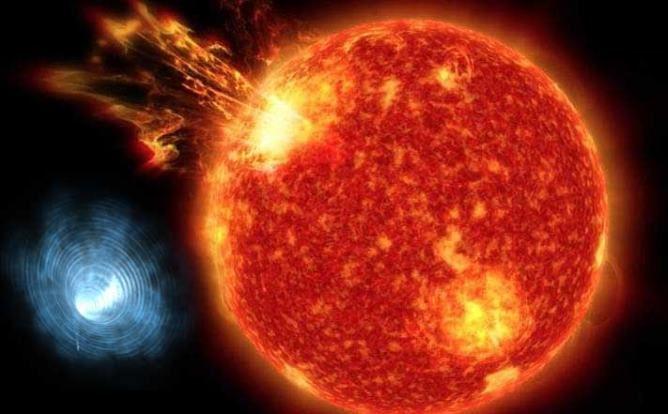 Triángulo negro enorme aparece encima del Sol