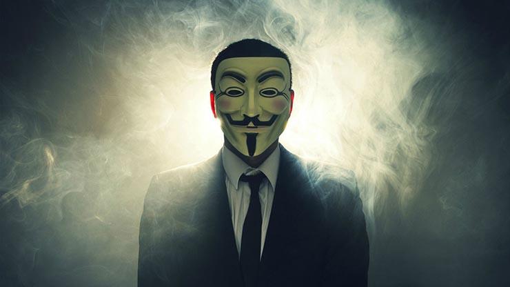 VIDEO | Anonymous regresa: dice tener pruebas del asesinato de Lady Di y publica la 'lista negra' de Epstein