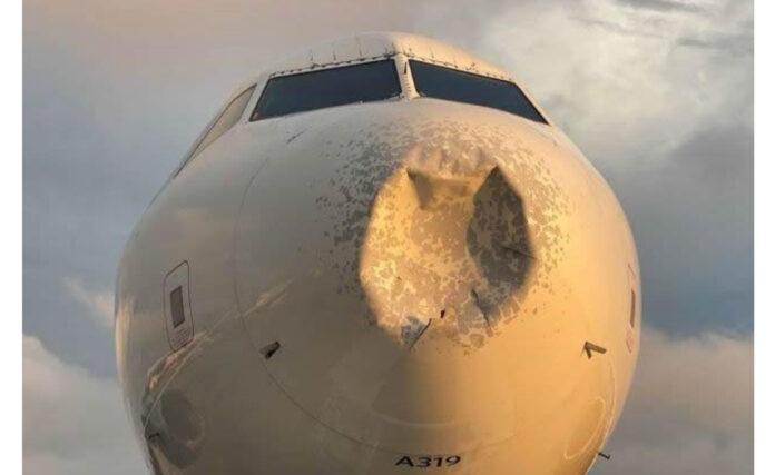 Avión comercial golpeado por un objeto enigmatico en pleno vuelo (EE.UU.)