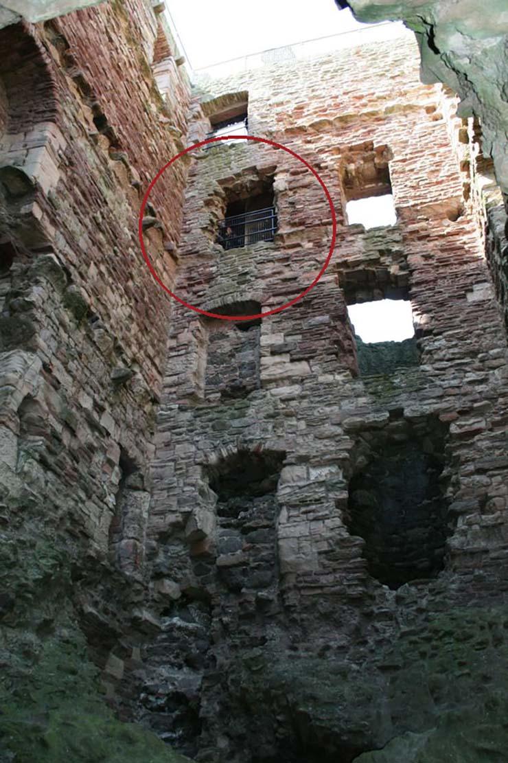 fantasma en castillo escoces - La foto de un fantasma en un castillo escocés continúa sin explicación más de 10 años después