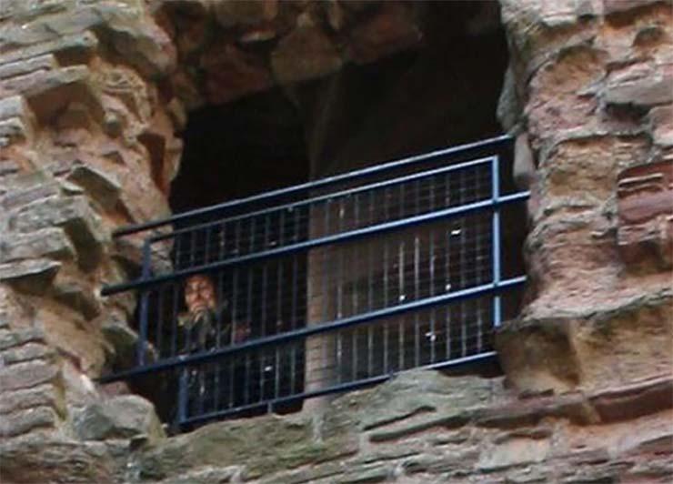 foto fantasma castillo escoces - La foto de un fantasma en un castillo escocés continúa sin explicación más de 10 años después