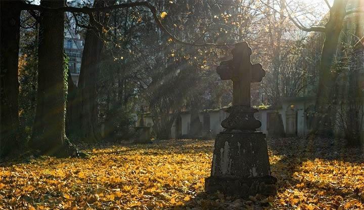 Espiritualidad actual y el inconveniente de «endiosar» líderes e infundir miedo por la muerte