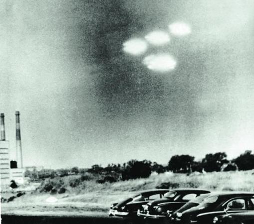 ¿Usan los extraterrestres un antiguo «mecanismo de control» para manipular entornos físicos y cognitivos?