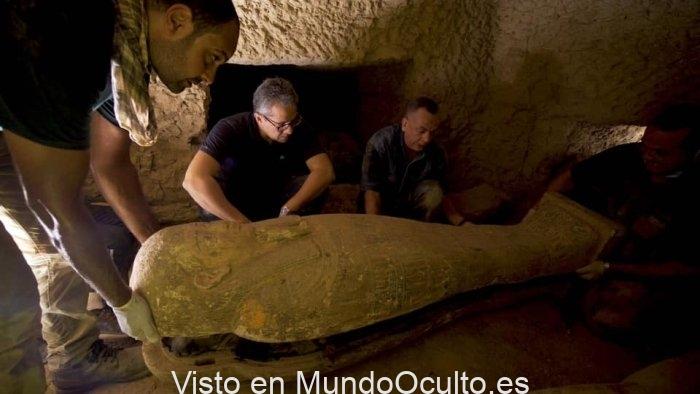 Descubren 13 ataúdes completamente precintados e intactos de 2.500 años en Egipto