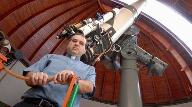 Ex jefe del Observatorio Vaticano está estudiando formas para comunicarse con extraterrestres