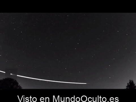 Enigmatico meteorito rebota en la atmósfera y regresa al cosmos