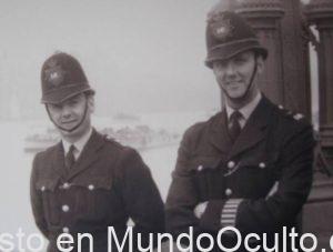 ¿Viajero Del Tiempo? El Hombre Habló Con Un Policía De La Década De 1950.