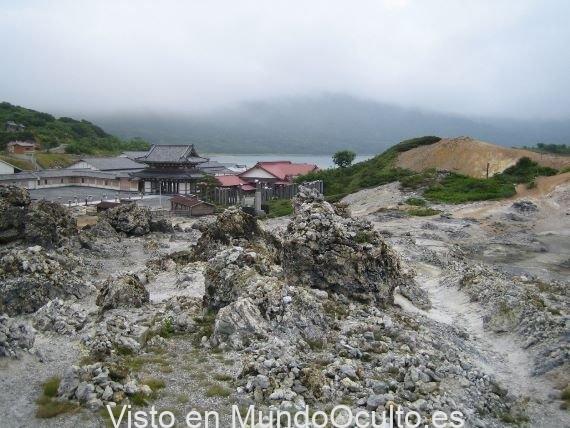 Extrañas leyendas y misterios en la montaña del miedo de Japón