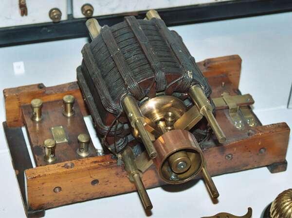 Uno de los motores de inducción AC Tesla originales