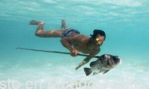 Los Bajau: La tribu que mutó y ahora puede sumergirse 60 metros bajo el mar