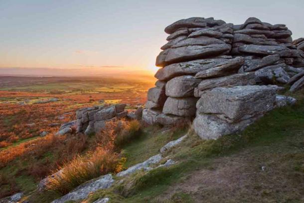 Los mitos y leyendas que rodean el Parque Nacional Dartmoor, el hogar de Crazywell Pool, atraen a visitantes de todas partes. (annacurnow / Adobe Stock)