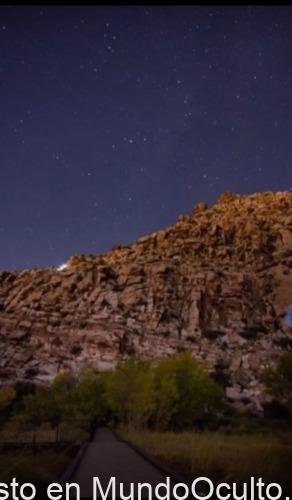 Raro objeto reluciente es captado sobre Red Springs después del paso de un rayo de luz