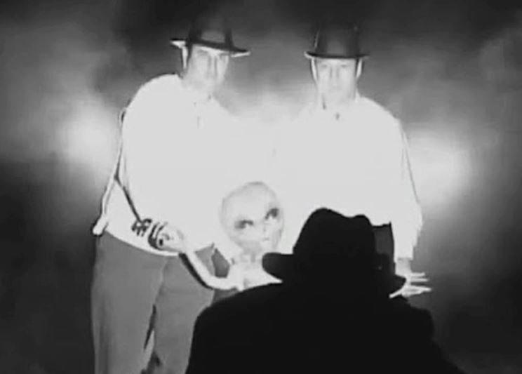 Recreación de la escena que el reverendo dijo haber presenciado mientras daba la bendición a uno de los cuerpos extraterrestres.