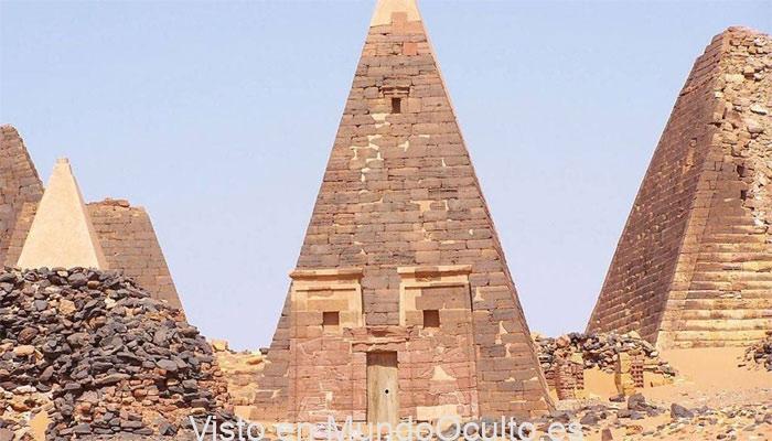 Mural en las pirámides de Nubia simboliza a un 'Gigante' cargando dos elefantes