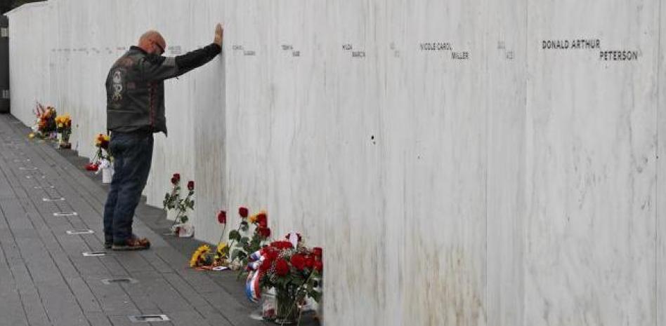 Un muro con el nombre de los fallecidos en el vuelo 93 recuerda la tragedia en Shanksville